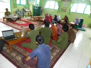 diskusi-motivasi-diri-karywan-yayasan-alhasanah-bengkulu